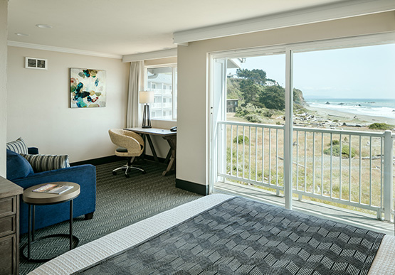 Beachfront Inn Hotel, Brookings offers Deluxe Oceanview Room